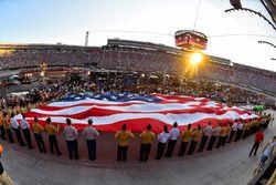 Bandiera USA nel pre-gara