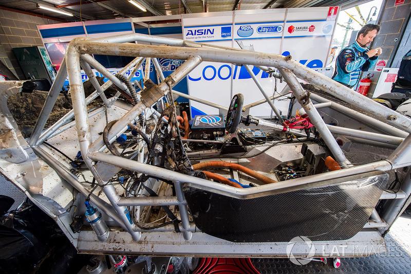 La voiture de Tim Blanchard, Brad Jones Racing Holden, Todd Hazelwood, Brad Jones Racing Holden