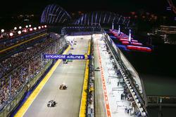 Felipe Massa, Williams FW40, Stoffel Vandoorne, McLaren MCL32