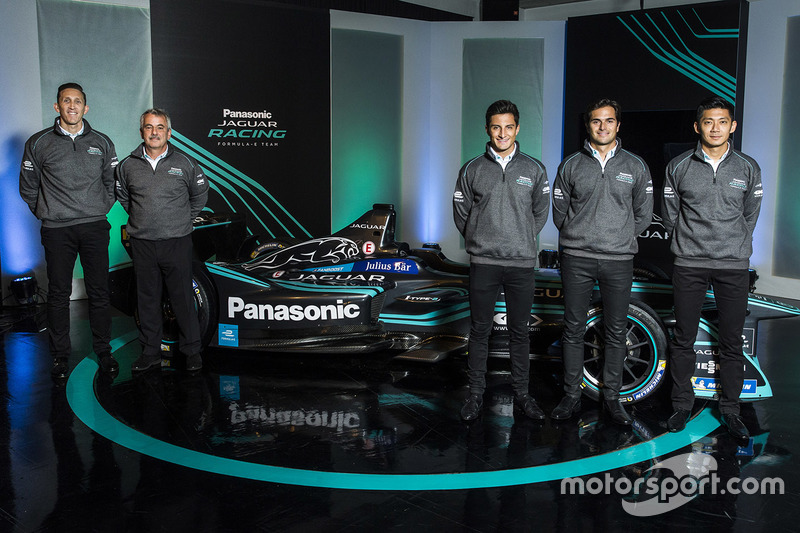 James Barclay, director de Jaguar Racing; Gerd Mäuser, presidente de Panasonic Jaguar Racing; Mitch Evans, Nelson Piquet Jr, Ho-Pin Tung, pilotos