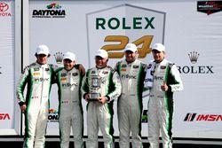 Les vainqueurs du GTD: #28 Alegra Motorsports Porsche 911 GT3 R: Daniel Morad, Jesse Lazare, Carlos de Quesada, Michael de Quesada, Michael Christensen