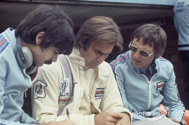 Gordon Murray et Bernie Ecclestone avec Carlos Reutemann, Brabham BT44B-Ford