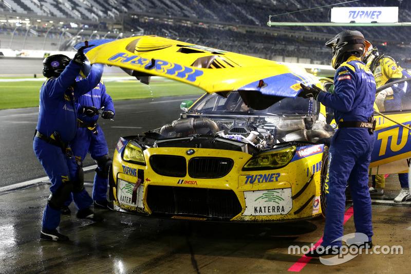 Pit stop, #96 Turner Motorsport BMW M6 GT3: Jens Klingmann, Justin Marks, Maxime Martin, Jesse Krohn