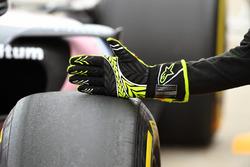 Sahara Force India mechanic Alpinestars glove