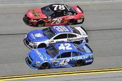 Kyle Larson, Chip Ganassi Racing, Chevrolet; Alex Bowman, Hendrick Motorsports, Chevrolet; Martin Tr