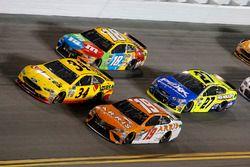 Daniel Suárez, Joe Gibbs Racing Toyota Kyle Busch, Joe Gibbs Racing Toyota Landon Cassill, Front Row