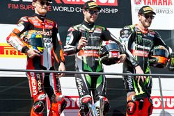 Podium : le vainqueur Jonathan Rea, Kawasaki Racing, le deuxième, Chaz Davies, Ducati Team, le troisième, Tom Sykes, Kawasaki