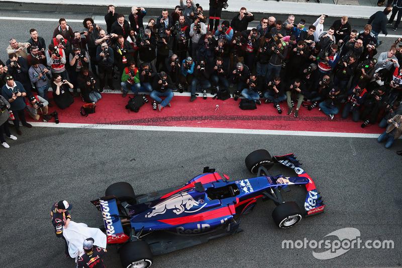 Даниил Квят и Карлос Сайнс, Scuderia Toro Rosso STR12