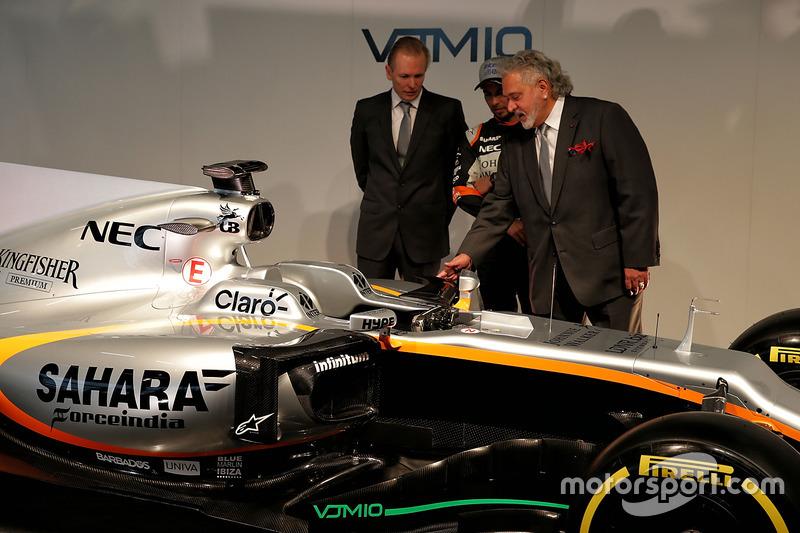 Andrew Green, Sergio Perez und Vijay Mallya am Force India VJM10