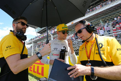 Nico Hulkenberg, Renault Sport F1 Team on the grid
