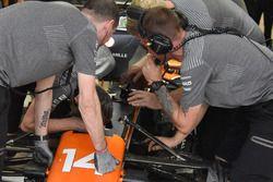 Fernando Alonso, McLaren MCL32 brakes pedal