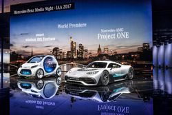 Smart vision EQ fortwo ve Mercedes-AMG Project ONE lansman aracı