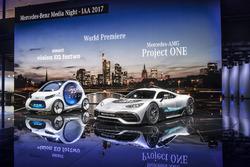 Машина Smart vision EQ fortwo та Шоукар Mercedes-AMG Project ONE