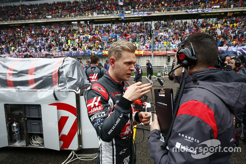 Kevin Magnussen, Haas F1 Team, on the grid