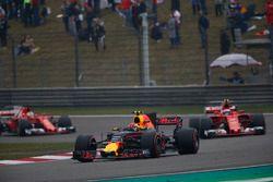 Max Verstappen, Red Bull Racing RB13; Kimi Räikkönen, Ferrari SF70H, and Sebastian Vettel, Ferrari S