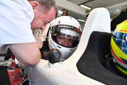 Paul Stoddart, en een passagier van de F1 Experiences 2-Seater