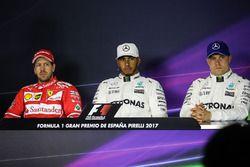 Sebastian Vettel, Ferrari, Lewis Hamilton, Mercedes AMG F1 en Valtteri Bottas, Mercedes AMG F1 in de