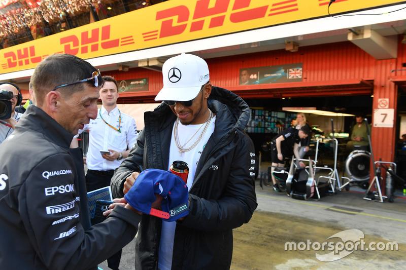Автограф-сессия: Льюис Хэмилтон, Mercedes AMG F1