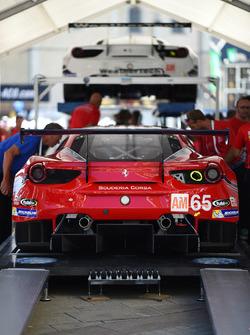 #65 Scuderia Corsa Ferrari 488 GTE: Крістіна Нільсен, Алессандро Бальзан, Брет Кьортіс
