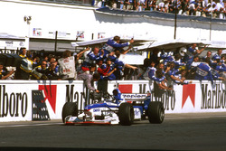 Damon Hill, Arrows A18 Yamaha termine second