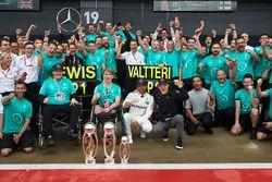 Race winner Lewis Hamilton, Mercedes AMG F1, Valtteri Bottas, Mercedes AMG F1, celebrates with Billy