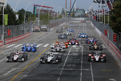 Start: Helio Castroneves, Team Penske Chevrolet, Simon Pagenaud, Team Penske Chevrolet