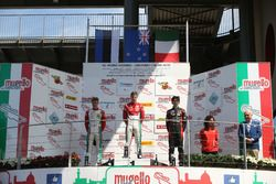 Podio Gara 1: il vincitore Marcus Armstrong, Prema Powerteam; il secondo classificato Juri Vips, Prema Powerteam; il terzo classificato Lorenzo Colombo, Bhaitech