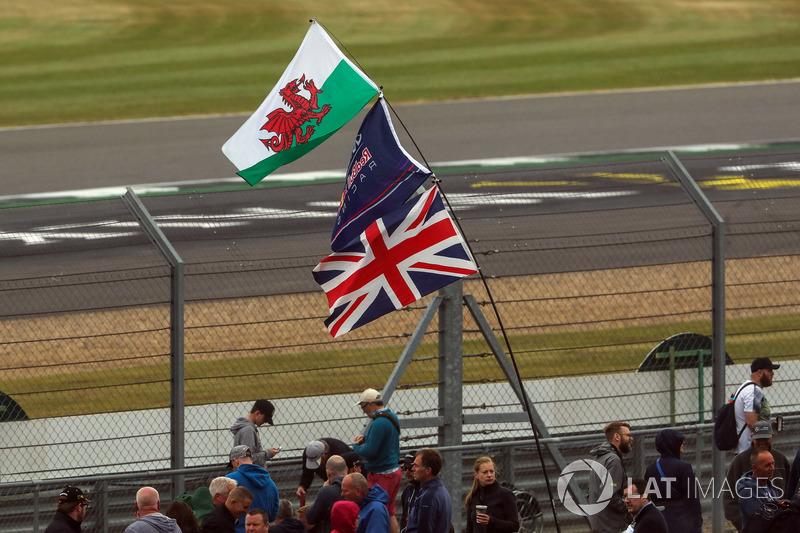 Flaggen: Wales, Red Bull Racing, Großbritannien