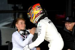 Race winnaar Lewis Hamilton, Mercedes AMG F1 viert in parc ferme, Billy Monger