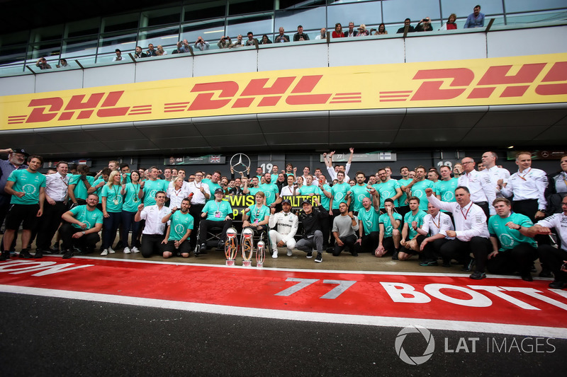 Lewis HLewis Hamilton, Mercedes AMG F1 celebrates, champagne and the trophies with Billy Monger rother NickolasHamilton  Billy Monger, and he team