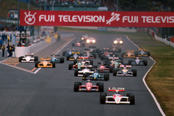 Arrancada: Alain Prost, McLaren MP4/4 líder