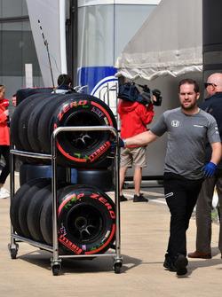 McLaren mechanic, Pirelli tyres