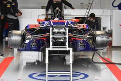 Toro Rosso STR12: i cestelli dei freni anteriori sono asimmetrici