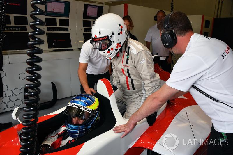 Пилот F1 Experiences Жолт Баумгартнер и Кевин Изон