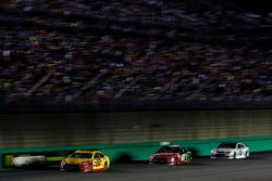 Joey Logano, Team Penske Ford, Kurt Busch, Stewart-Haas Racing Ford, Dale Earnhardt Jr., Hendrick Motorsports Chevrolet