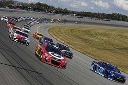 Kyle Larson, Chip Ganassi Racing Chevrolet, Martin Truex Jr., Furniture Row Racing Toyota
