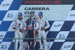 Победитель гонки Дэн Кэммиш, обладатель второго места Дино Дзампарелли и финишировавший третьим Алессио Ровера на подиуме