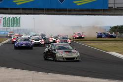 Старт гонки: лидирует Йенс Рено Мёллер, Reno Racing, Honda Civic TCR
