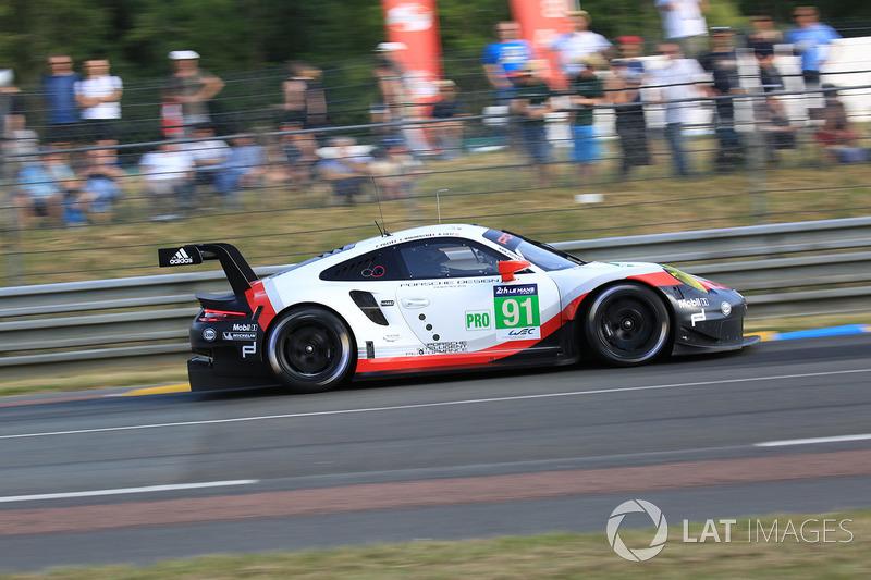 44°: #91 Porsche Team Porsche 911 RSR: Richard Lietz, Frédéric Makowiecki, Patrick Pilet