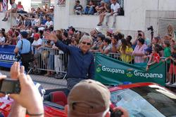 Lenda de Le Mans, Derek Bell foi homenageado no desfile
