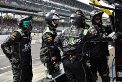 Justin Allgaier, JR Motorsports Chevrolet pit crew