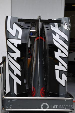 Haas VF-17 carrocería