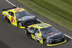 Matt Tifft, Joe Gibbs Racing Toyota, Paul Menard, Richard Childress Racing Chevrolet