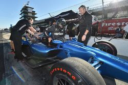 Juan Pablo Montoya, 2018 Chevrolet IndyCar'ı test ediyor