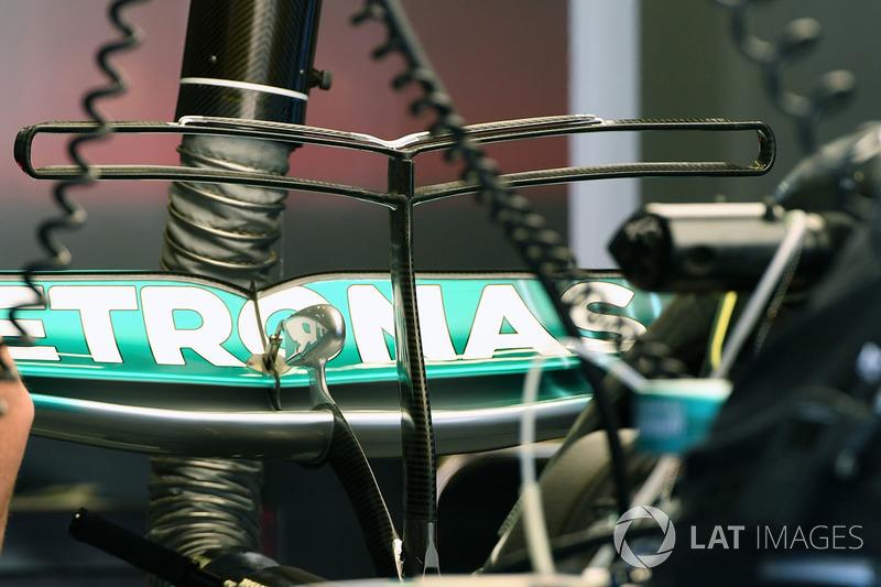 Mercedes F1 W08: T-Flügel und Heckflügel