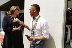 Claire Williams, Stellvertretende Williams-Teamchefin, mit Frankie Dettori, Jockey