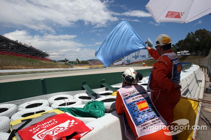 2001: Bandeira azul para carros lentos