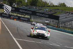 Finishvlag voor Tiago Monteiro, Honda Racing Team JAS, Honda Civic WTCC