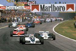 Старт гонки: лидирует Нельсон Пике, Brabham BT49C