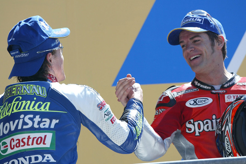 Podio: ganador de la carrera Sete Gibernau, Telefonica Movistar Honda MotoGP, segundo lugar Carlos Checa, Fortuna Yamaha